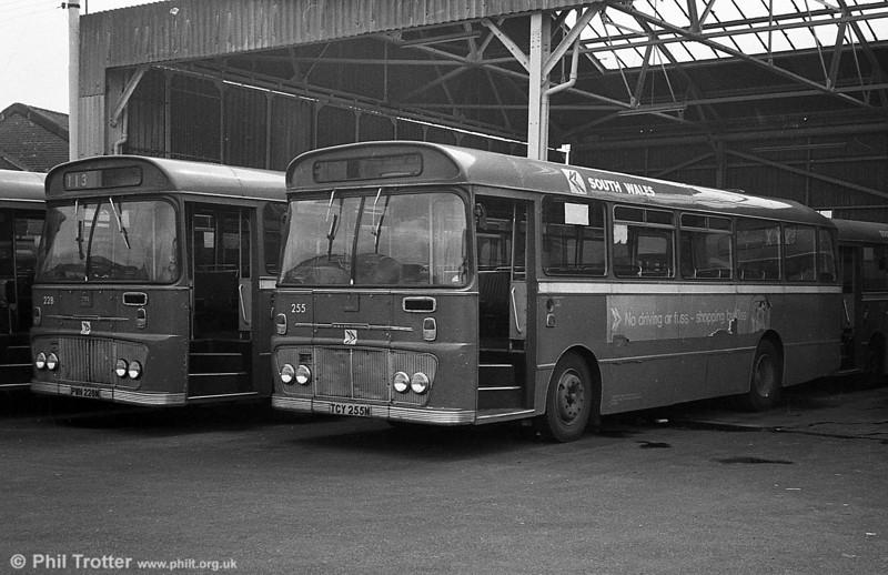 Ford R1014/Willowbrook B45F 255 (SWN 255M ) at Llanelli.