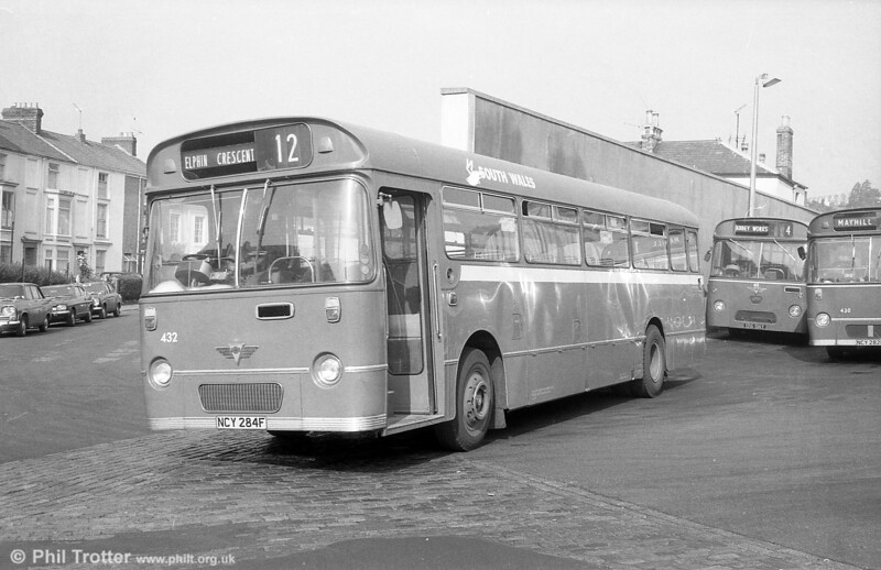 AEC Reliance/Willowbrook B53F 432 (ex-1953) (NCY 284F) at Brunswick Street on 29th July 1973.
