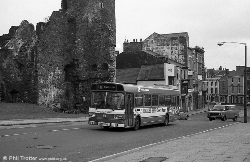 762 (JTH 762P), a Leyland National B52F at Swansea Castle.