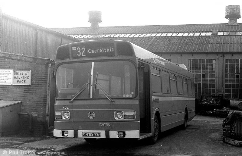 Leyland National B52F 752 (GCY 752N) is seen in original condition with narrow waistband, Leyland Badge and the first style of National Bus fleetnames.