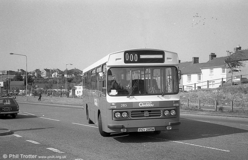285 (FCY 285W), a 1981 Bedford YMQ/Duple DP45F at Haverfordwest.