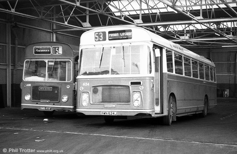 624 (XWN 624J) a 1971 Bristol RELH6G / ECW DP45F at Clarence Terrace.