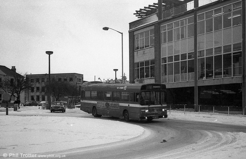 Leyland National B52F 798 (TWN 798S) in the snow at Swansea.