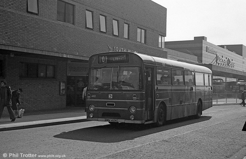 462 (BWN 462K) an AEC Reliance/Marshall DP49F but repainted in bus livery.