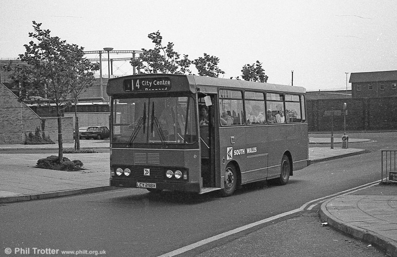 298 (LCY 298X), a Bedford YMQ/S with Lex B37F body.