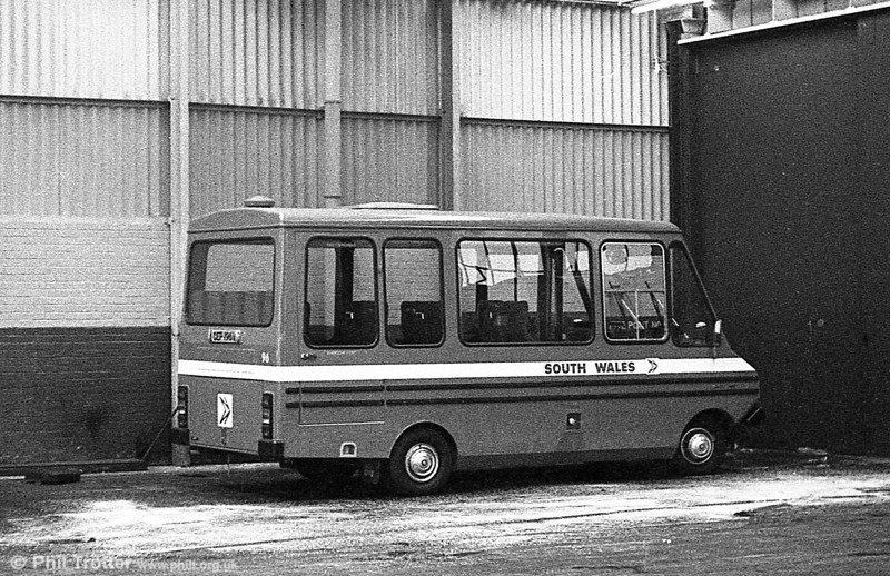 Bedford CF/Reebur DP17F 96 (CEP 196V) at Clarence Terrace.
