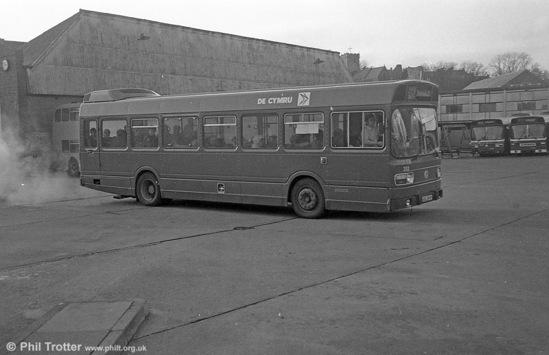 353 (KKL 541P), a Leyland National/B41F acquired from Maistone & District in 1982, seen at Bridgend.