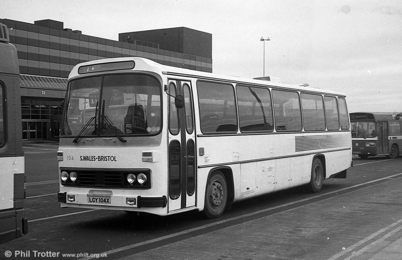 104 (LCY 104X), a 1981 Leyland Leopard/Willowbrook 003 C49F at Swansea.