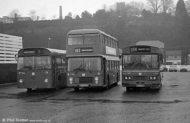 Bristol VRT SL3/ECW H43/31F 945 (WTH 945T) at Haverfordwest.