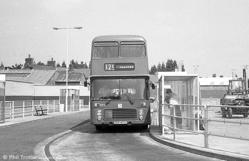 Bristol VRT SL3/ECW H43/31F 971 (BEP 971V) at Ammanford.