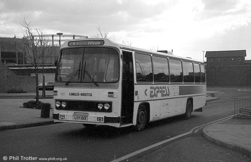 101 (LCY 101X), a 1981 Leyland Leopard/Willowbrook 003 C49F at Swansea.