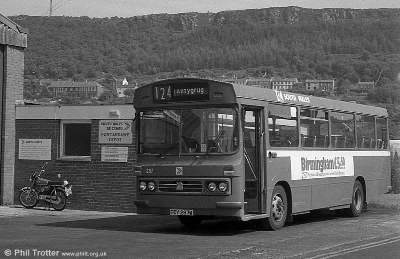 1981 Bedford YMQ/Duple B43F 287 (FCY 287W) at Pontardawe.