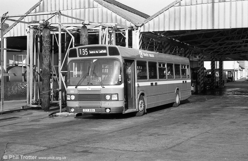 Leyland National 2/B52F 818 (CCY 818V) at Brunswick St.