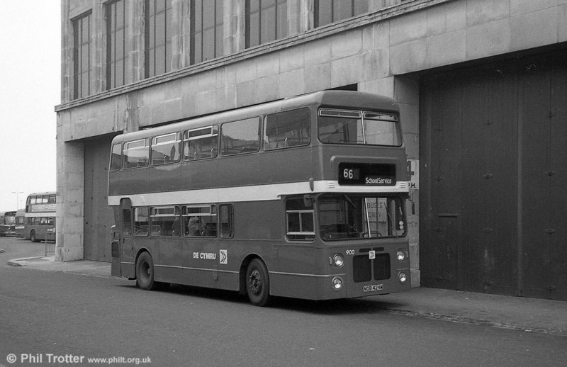 900 (NOB 424M), a Bristol VRT/MCW  H43/31F, ex-West Midlands PTE 4424 at Swansea. These had 'Autosteer' power steering fitted by Alder Valley before entering service..