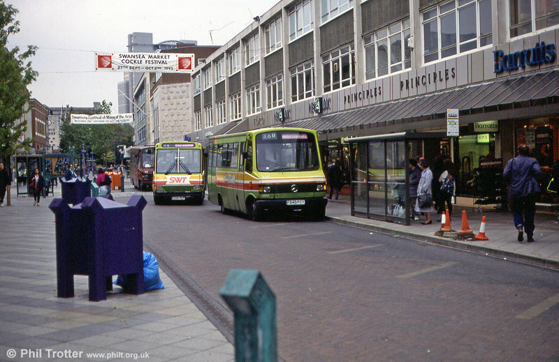340 leads a minibus-era scene at Oxford Street in 1993.