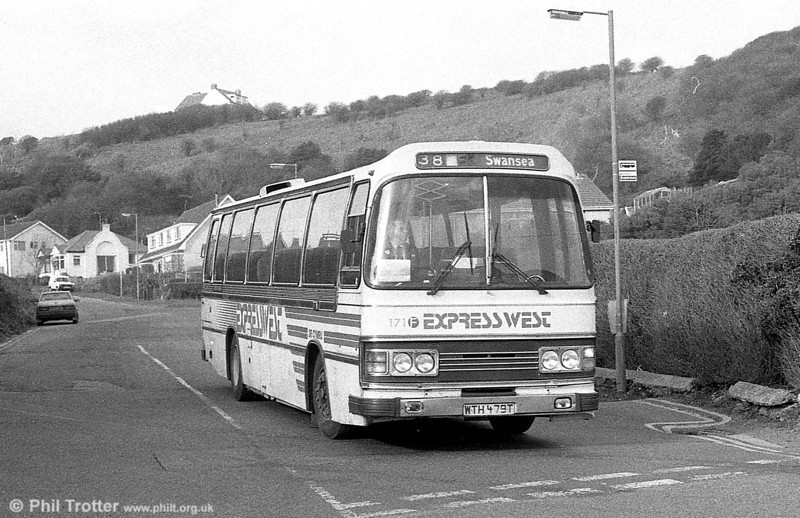 Leyland Leopard/Duple C48F 171 (WTH 479T) on a local service at Limeslade.