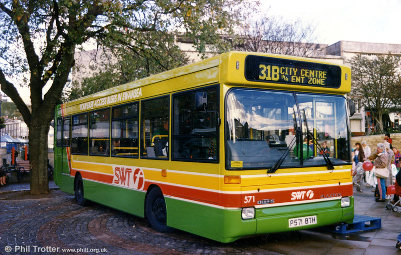 Dennis Dart SLF/Plaxton B31F 571 is introduced to the public at Castle Square, Swansea.