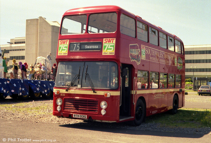 Bristol VRT SL3/ECW CO43/31F 931 (RTH 931S) on its first outing at a carnival in 75th Anniversary livery in 1989.