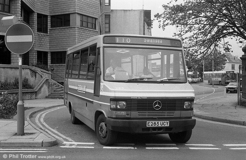 285 on Sosban Link duties at Llanelli Town Hall Bus Station.