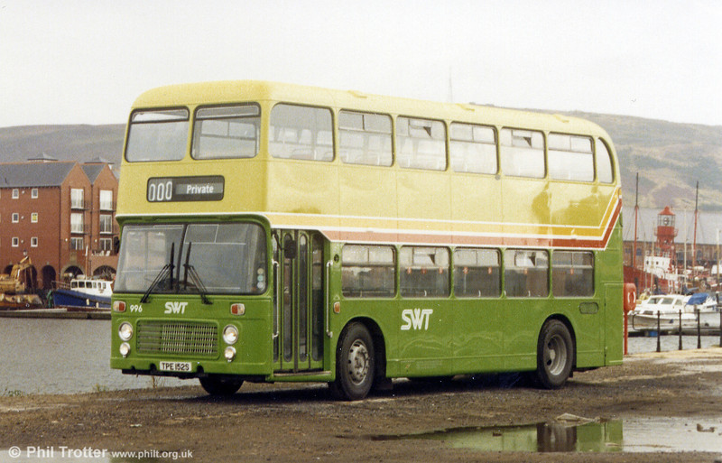 996 (TPE 152S) was a VRT obtained from Alder Valley in 1984 and the first VRT to receive the new green livery.