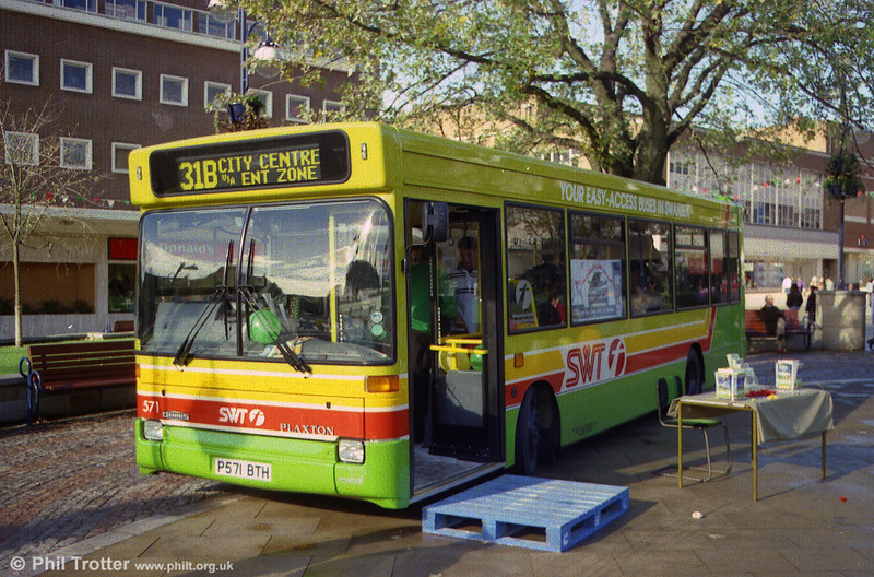 Dennis Dart SLF/Plaxton B31F 571 (P571 BTH) is introduced to the public at Castle Square, Swansea.
