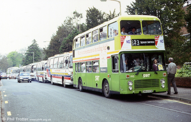 A later view of 995 on a schools service.