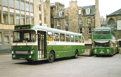 Eastern Scottish S620A (SSX620V) & DO62 (OSG62V), St Andrew Square Bus Station, Edinburgh, 26th June 1988