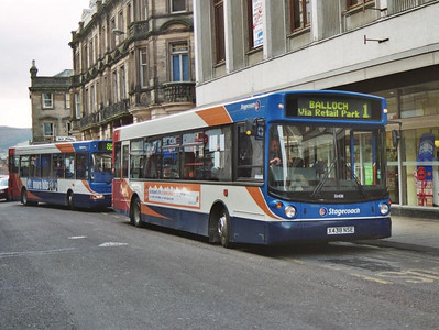 Stagecoach Alexander bodied Dennis Dart SLF 33438 (X438NSE) working a local service on Queensgate, 19th February 2005.