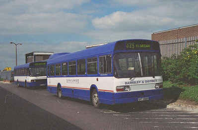 Also in the Bus Station was Barnsley & District Leyland National VPT598R, with EDT203V behind.