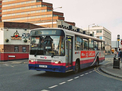 One of First's older B10Ms, 60469 (G624NWA) from 1990 is also seen on Cumberland Gate on 24th December 2005.