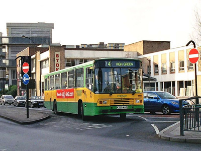 Terrier 2335 (K235MAP), an Alexander bodied Volvo B10Moriginally with Sheffield Omnibus, waiting to turn into Cumberland Gate on 24th December 2005.