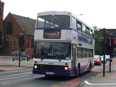The bus behind 40493 was First Northern Counties bodied Volvo Olympian 34106 (T906KLF) on route 7.