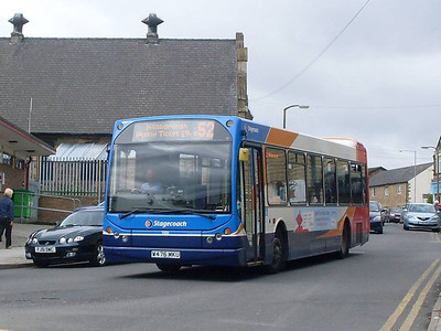 Stagecoach DAF SB220/East Lancs 26106 (W476MKU) turning from Chapel Street into Cross Street in Woodhouse, 17th August
