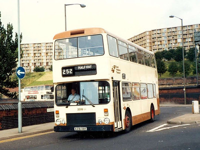 Northern Counties bodied Dennis Dominator 2318 (A318XAK) on Harmer Lane on 6th August 1985.