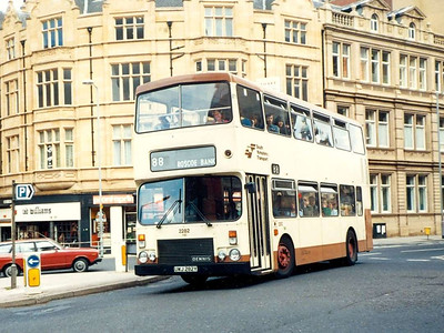 At the same location is Alexander bodied Dennis Dominator 2282 (UWJ282Y), 6th August 1985.