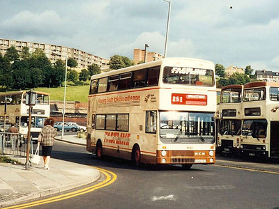 Coach seated MCW Metrobus Mark II 1945 (B945FET) on Harmer Lane on 6th August 1985.
