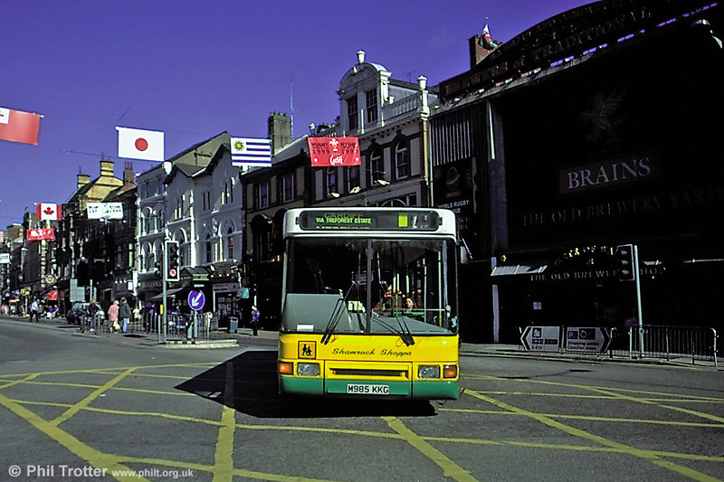 Shamrock M985 KKG, a 1995 Dennis Dart/Northern Counties B40F which later passed with the business to Veolia.