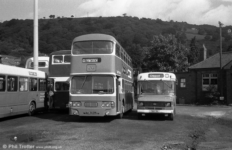 Taff-Ely 84 (TDW 314S), a former Newport Transport Leyland Atlantean/Alexander H43/31F dating from 1970 but acquired in 1982. Alongside, and a sign of things to come is 31 (CBO 31V), a Ford Transit/Dormobile B16F.