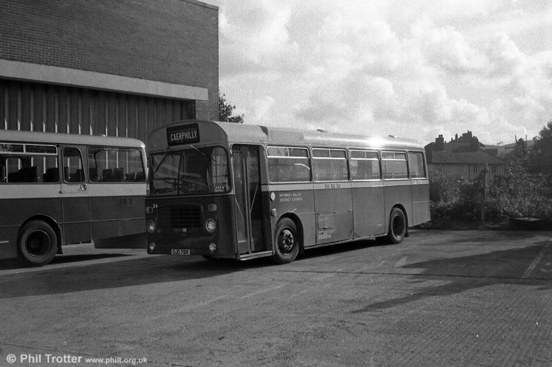 A second view of RV Bristol LH6L/ECW B39F 34 (OJD 76R).