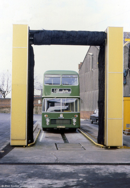 Waiting for a wash is Southern Vectis 637 (NDL 637N) a 1973 Bristol VRT/ECW H39/31F.