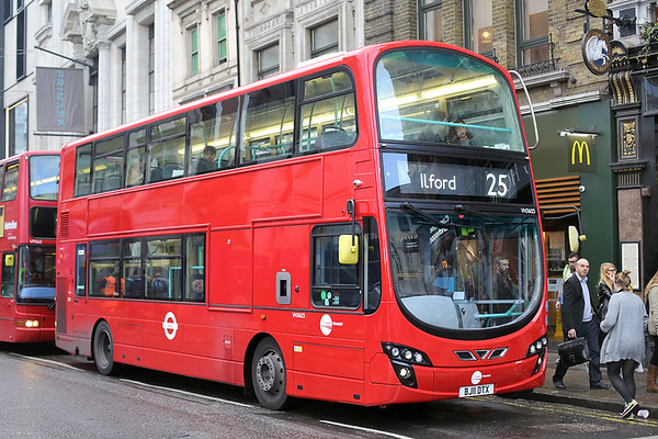 VN36123 BJ11DTX, Oxford Street 13/12/2016