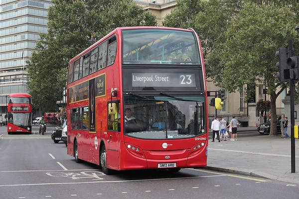 DNH39115 SN12ARU, Trafalgar Square 18/8/2016