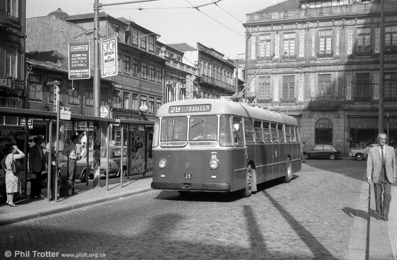 Oporto 26, one of the second batch of six three-door single deckers (21-26) delivered in 1964. No. 23 of this batch has been preserved in Oporto.