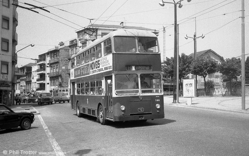 144 heads out of the city on the long route 12 to Gondomar. Seating capacity of these dual entrance vehicles was 68.