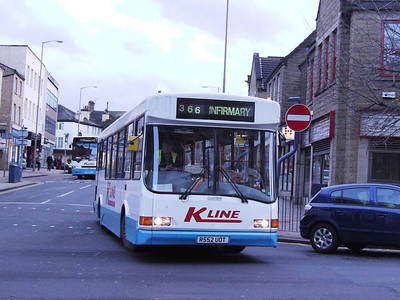 K-Line Dennis Dart/UVG R552 UOT (not a DAF!) turning from Market Street into Westgate, 25th November 2006