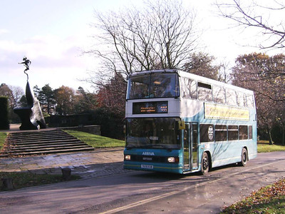 Arriva Yorkshire 630 (T630EUB) climbing back up the hill with one of Barry Flanagan's finest in the background