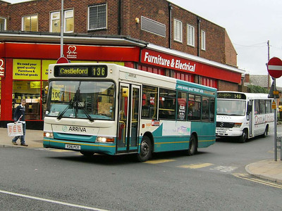 Arriva Yorkshire Denis Dart MPD 216 (V216PCX) leaving Pontefract Bus Station, 30th November 2006