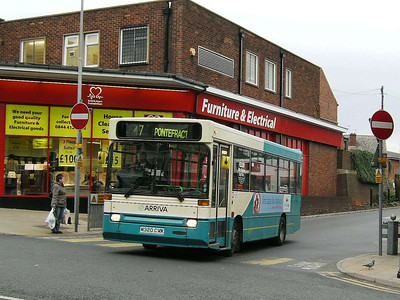 Leaving Pontefract on 30th November 2006 is Arriva Yorkshire Dennis Dart 156 (K320CVX), with wonky blind