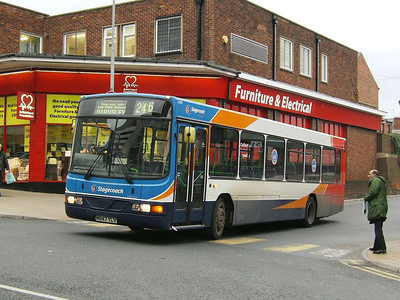 Stagecoach 21008 (M647YLV) leaving Pontefract on 30th November 2006.
