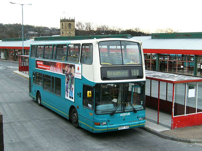 Arriva Yorkshire 687 (X687YUG) is a Plaxton bodied Volvo B7TL, Dewsbury, 30th November 2006